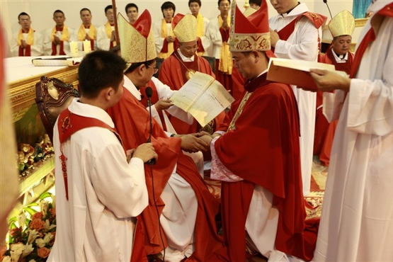 教廷要求合法主教讓位於非法主教,主教感難過被出賣