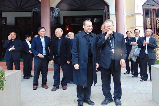 梵蒂冈代表团到访越南