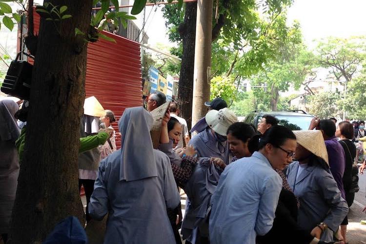 越南修女被流氓打至昏迷