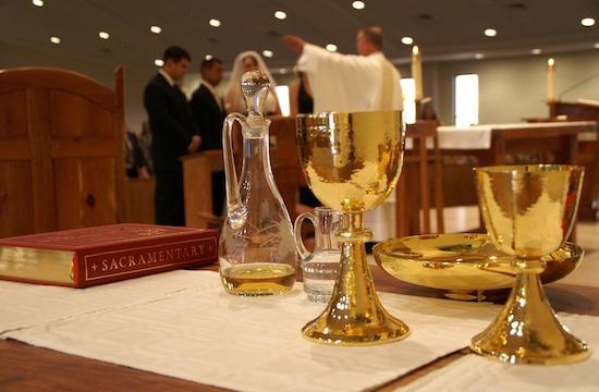 德国主教在梵蒂冈举行会议前夕呼吁让新教配偶领受圣体
