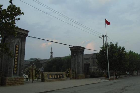 【評論】為何要在教堂範圍升國旗?