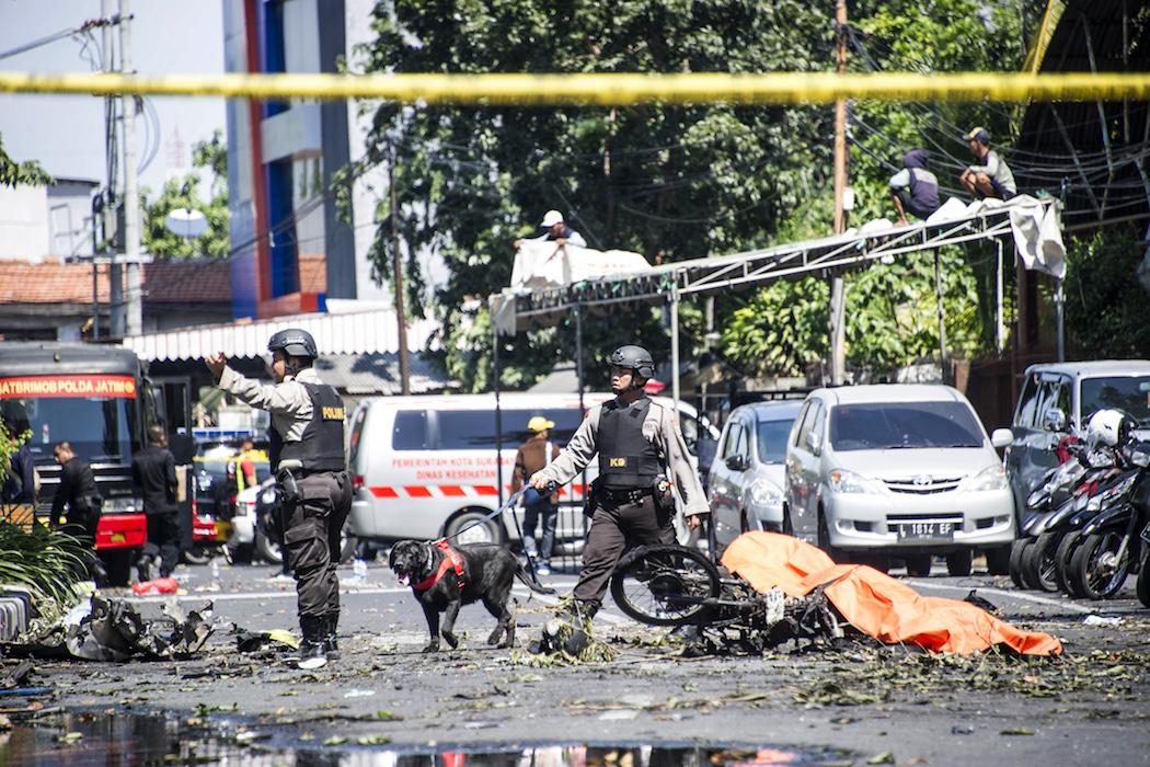印尼家庭進行自殺式炸彈恐襲,造成嚴重傷亡