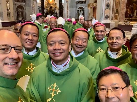 大陸主教首度出席主教會議,教友冀反映未成年不准信教現況
