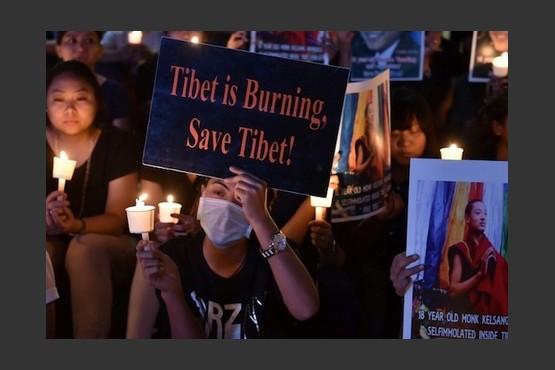【评论】烈火中燃烧的藏人与冰冷中藐视的中国人