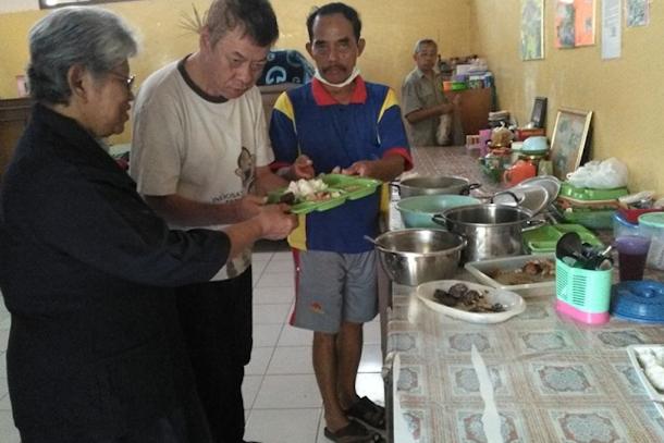 【特稿】印尼伊斯蘭教徒在修女辦的老人院找到了安慰