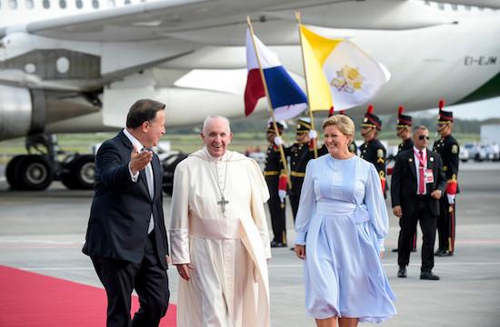 教宗在巴拿馬首天與青年、主教和政府領袖交談