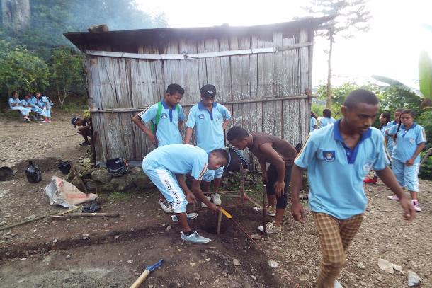 東帝汶學生幫助寡婦們建立新生活