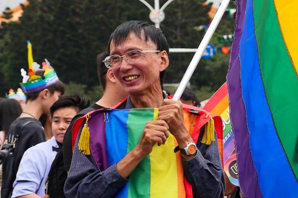 台灣政府向立法院提交同性婚姻草案