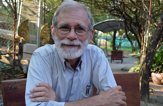 美國神父致力幫助柬埔寨的聾人