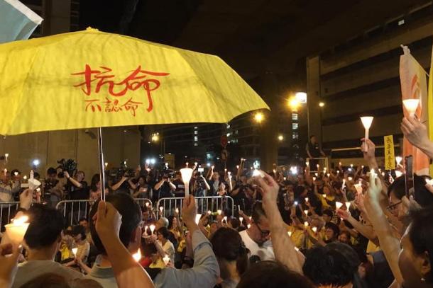 佔中四名被告須即時監禁,千人聚集收押所外以燭光聲援