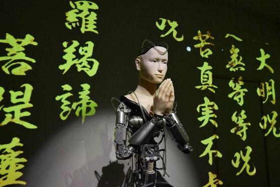 【評論】甘偉霖神父:宗教機械人無法解決現代人的疏離