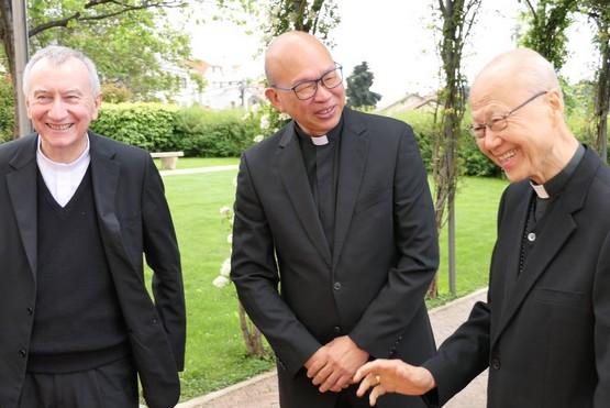 香港湯樞機探望前教廷駐港代辦,蔡惠民神父指代辦健康改善