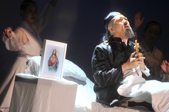 香港首位聖人音樂劇影片配以多國語言字幕,面向國際
