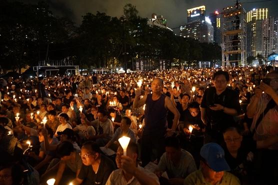 六四燭光集會逾十八萬人出席,主教肯定八九民運參與者