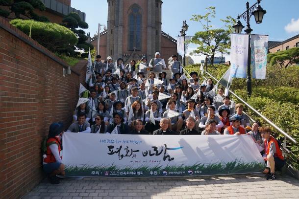 青年朝圣者可在韩国以脚步追求和平
