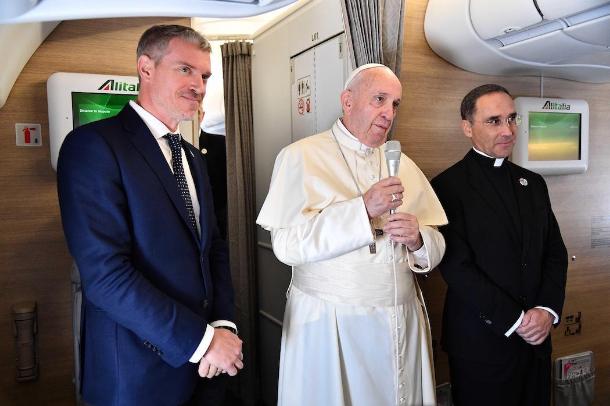 對於牧職受抨擊,教宗感「榮幸」